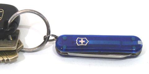 鍵と一緒に携帯できるボールペン、超小型ハサミとしても便利なアーミーナイフ・VICTORINOXクラシックシグネチャーT2購入。