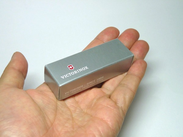 SiSO-LAB☆爪切り、ハサミ付きキーホルダーサイズのアーミーナイフVICTORINOX NAILCLIP 580