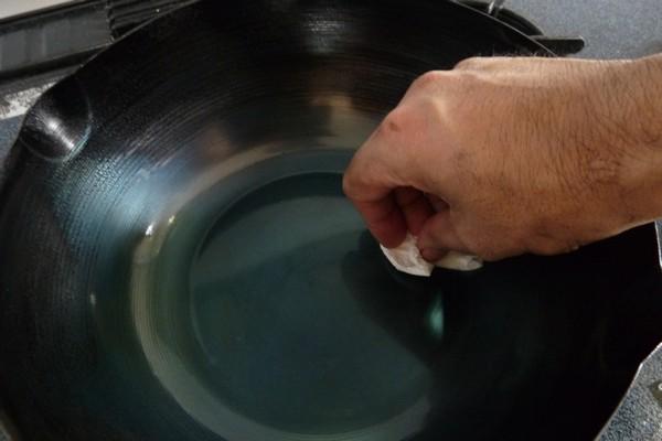 SiSO-LAB☆鉄フライパンにて黒錆付ける。でも同時に赤錆もできる。