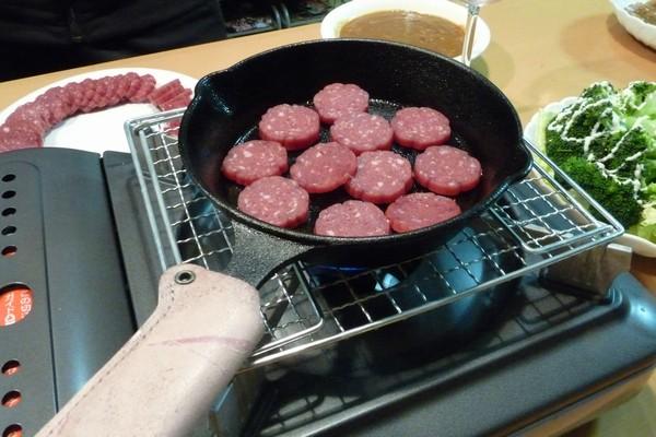 SiSO-LAB☆ニトスキ!16cmスキレットが小さくてカセットコンロに乗らない…焼き網で解決