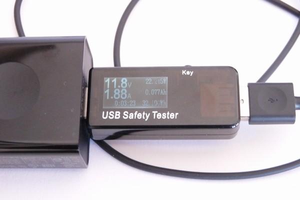 SiSO-LAB☆YOGA BOOK with Windows付属のACアダプターはQuick Charge対応、12Vでガンガン充電するよ。