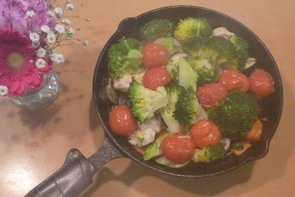 SiSO-LAB☆ニトスキ!オーブン使わずにギュウギュウ焼き。鶏肉と野菜たっぷり。湯気でカメラのレンズが曇った!