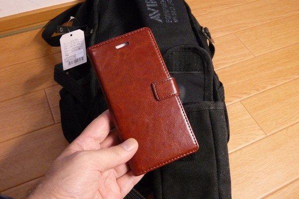 SiSO-LAB☆AVIREX イーグル ボディバッグAVX305・スマホ用ポケットには5インチが手帳タイプケース付で収納可能。