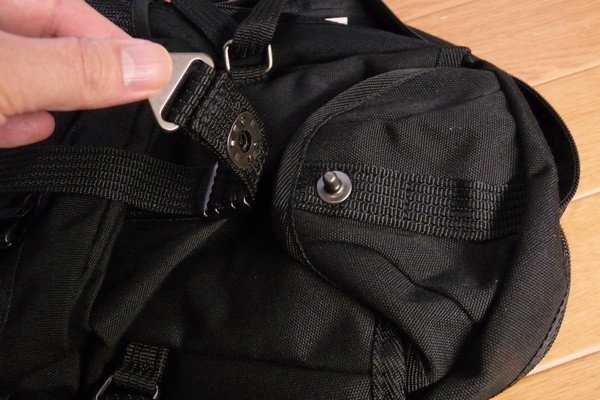 SiSO-LAB☆AVIREX イーグル ボディバッグAVX305・外側上部のポケットサイズ。
