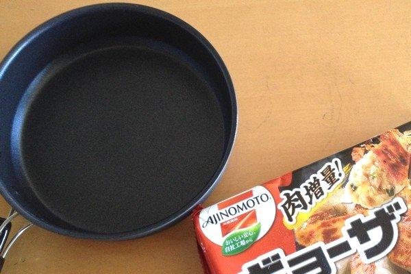 SiSO-LAB☆冷凍餃子で羽根つき餃子。チヌークの7.75インチフライパン、餃子12個でちょうどいい。
