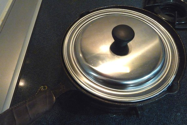 SiSO-LAB☆まいんちゃんのバンバンジーごはん。鶏肉と長ネギを乗せてご飯を炊くよ。