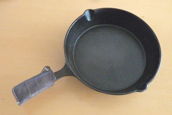 ニトスキ!ふわとろ卵のチリ鶏親子鍋。ニトリのスキレット19cm。
