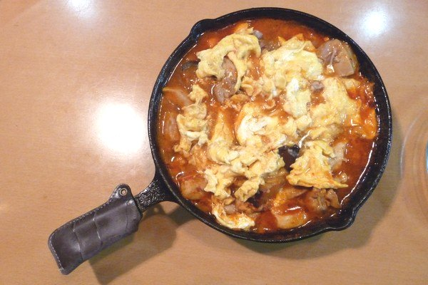 ニトスキ!ふわとろ卵のチリ鶏親子鍋。