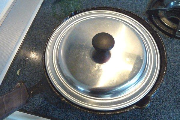 ニトスキ!ふわとろ卵のチリ鶏親子鍋。チリソースとか入れちゃう。