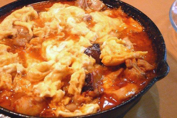 ニトスキ!ふわとろ卵のチリ鶏親子鍋。完成。おいしそう!