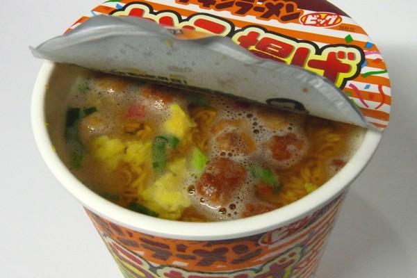 SiSO-LAB☆チキンラーメンビッグカップ から揚げレモン&ペッパー。調理中。