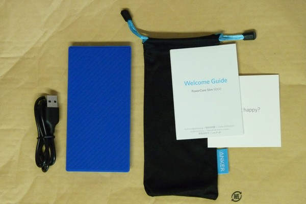 SiSO-LAB☆Anker PowerCore Slim 5000。手にフィット、iPhoneと重ねて充電。