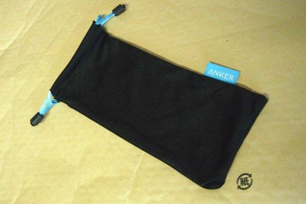 SiSO-LAB☆Anker PowerCore Slim 5000。手にフィット、iPhoneと重ねて充電。付属の収納袋。