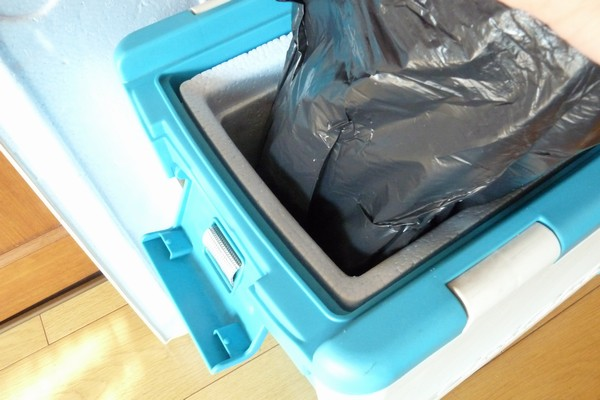 SiSO-LAB☆テーブル機能付きクーラーボックス。断熱材は発泡スチロール。