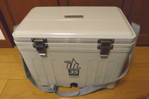 SiSO-LAB☆秀和LUCK 35 ULクーラーボックス(ウレタン)。2Lのペットボトルが縦に入る。