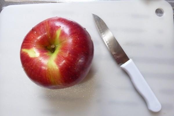 SiSO-LAB☆アウトドア向きかな?100均セリアさや付フルーツナイフ。リンゴを切ってみる。