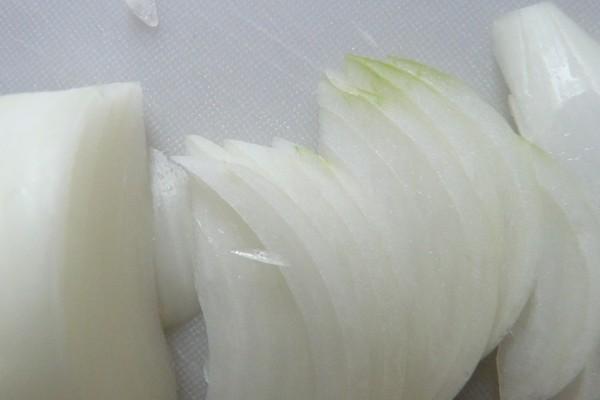 SiSO-LAB☆アウトドア向きかな?100均セリアさや付フルーツナイフ。玉ねぎを切ってみる。