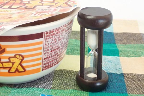 SiSO-LAB☆日清チキンラーメンどんぶりトリプルチーズ。調理中。