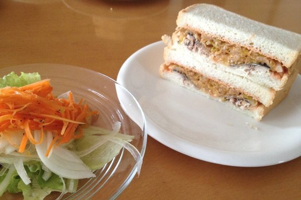SiSO-LAB☆セリアのフルーツナイフでサンマを三枚おろし。秋刀魚サンドのできあがり。
