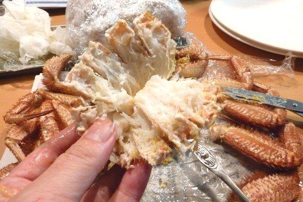 SiSO-LAB☆ふるさと納税、さとるふ、北海道森町、三特毛ガニ650g x2。冷凍毛ガニを食べやすくさばくよ。
