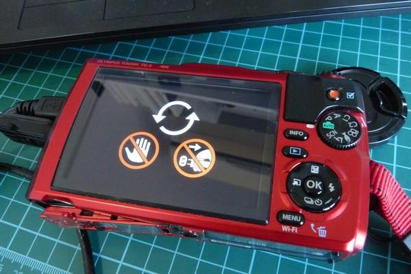 SiSO-LAB☆OLYMPUS TG-5、ファームウェアのアップデート。アップデート中の表示。