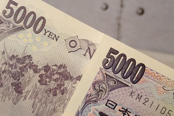 SiSO-LAB☆お年玉袋(ポチ袋)にスお札を三つ折りにして入れる方法。五千円札。