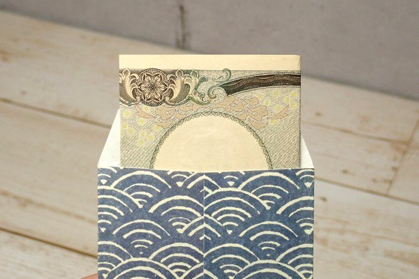SiSO-LAB☆お年玉袋(ポチ袋)にスお札を三つ折りにして入れる方法。一万円札。