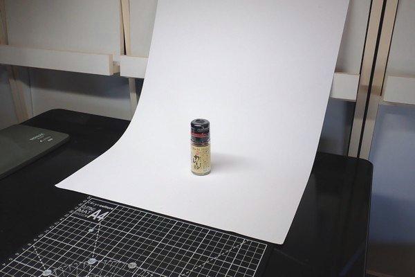 SiSO-LAB☆100均リメイクシートで写真撮影背景ボード自作。SiSO-LABでの小物撮影風景。100均画用紙。