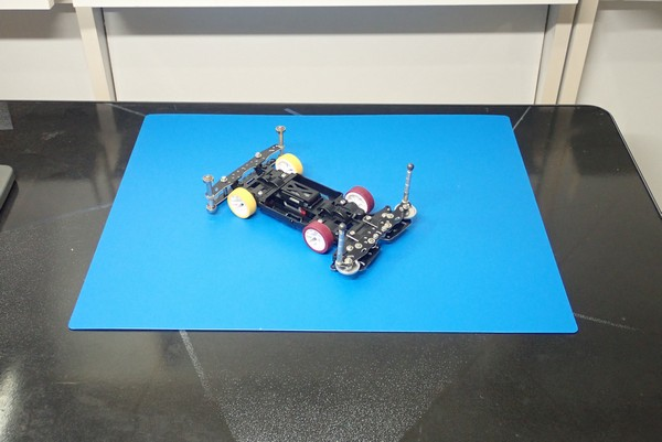 SiSO-LAB☆100均リメイクシートで写真撮影背景ボード自作。SiSO-LABでの小物撮影風景。ミニ四駆用にはネンド板。