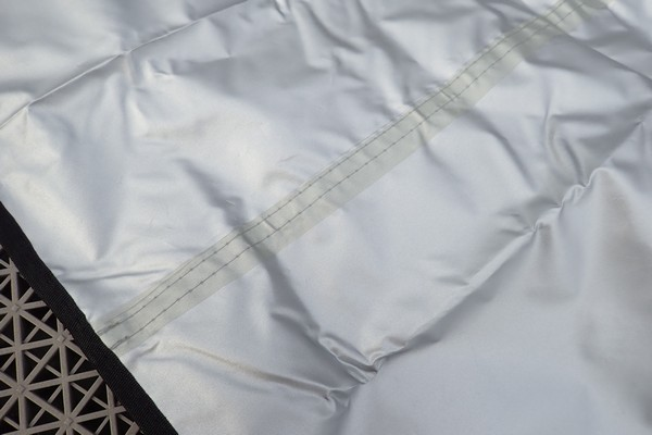 SiSO-LAB☆YUEDGEレジャーシート。縫い目の裏側にはシームテープあり。