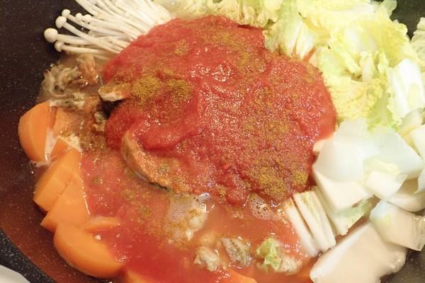 SiSO-LAB☆100均食材多用の簡単ブイヤベース風鍋。スパイス代わりのカレー粉、適当に。