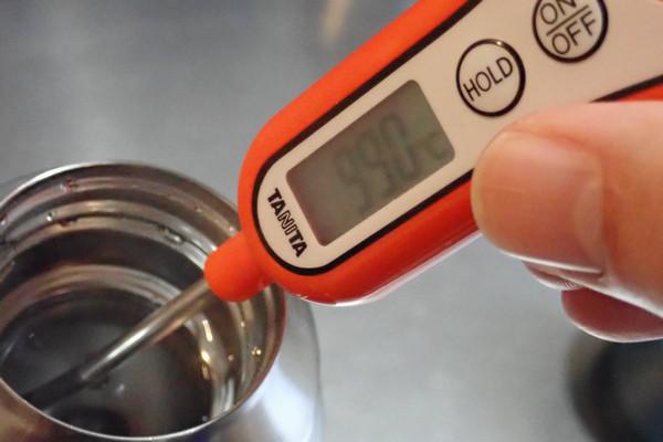 SiSO-LAB☆モンベル アルパインサーモボトル0.9L。保温性能実験。タニタのスティック温度計。