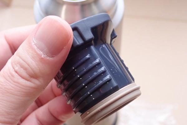 SiSO-LAB☆モンベル アルパインサーモボトル0.9L.キャップも断熱材入りとのこと。
