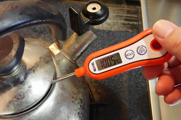 SiSO-LAB☆タニタ・スティック温度計 TT-533。お湯を沸騰させて温度測定。