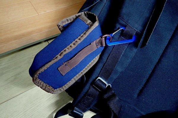 SiSO-LAB☆OLYMPUS TG-5をアウトドアで持ち運ぶのにいい感じのクッションケース。バックパックのショルダーストラップへの取り付け。