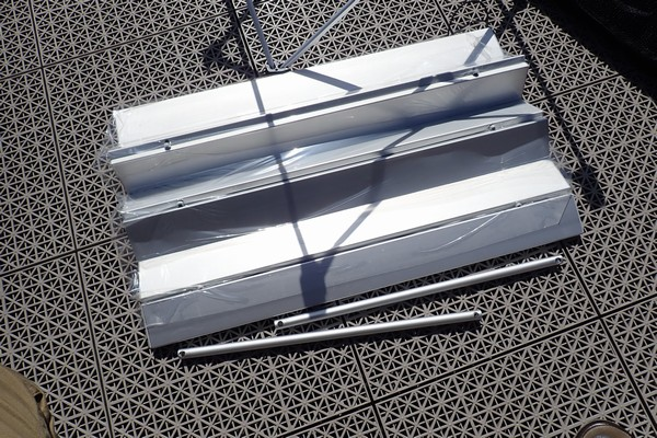 SiSO-LAB☆ノーブランド軽量折りたたみアルミテーブル。組み立て方法。