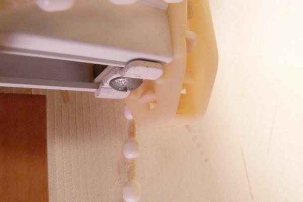 SiSO-LAB☆シェード式カーテンのチェーンが切れたので修理。ギヤカバーの外し方。