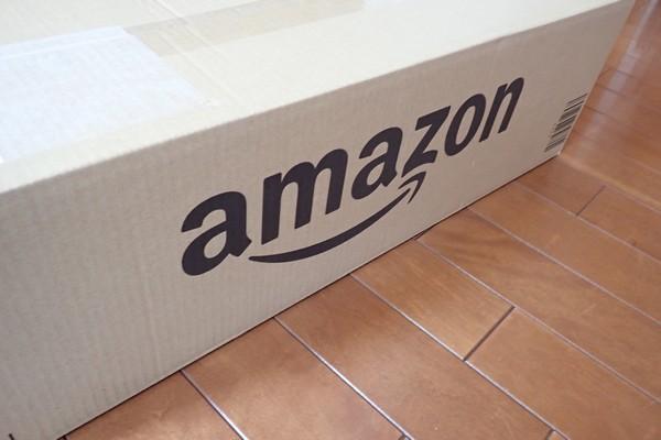 SiSO-LAB☆アウトドア用 ロール式 折りたたみ式 テーブル。今度はamazonダンボールで到着。amazonロゴ、大きい!