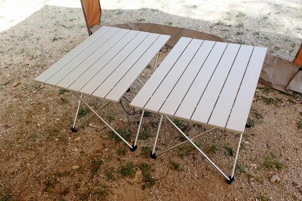 SiSO-LAB☆アウトドア用 ロール式 折りたたみ式 テーブル。初組み立て。Motomo購入のテーブルと並べてみる。同じものだね。