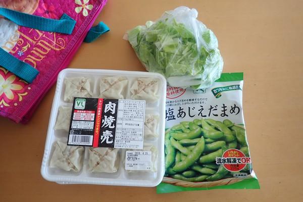 SiSO-LAB☆山飯。フライパン+キャベツで焼売。冷凍枝豆が保冷剤代わり。
