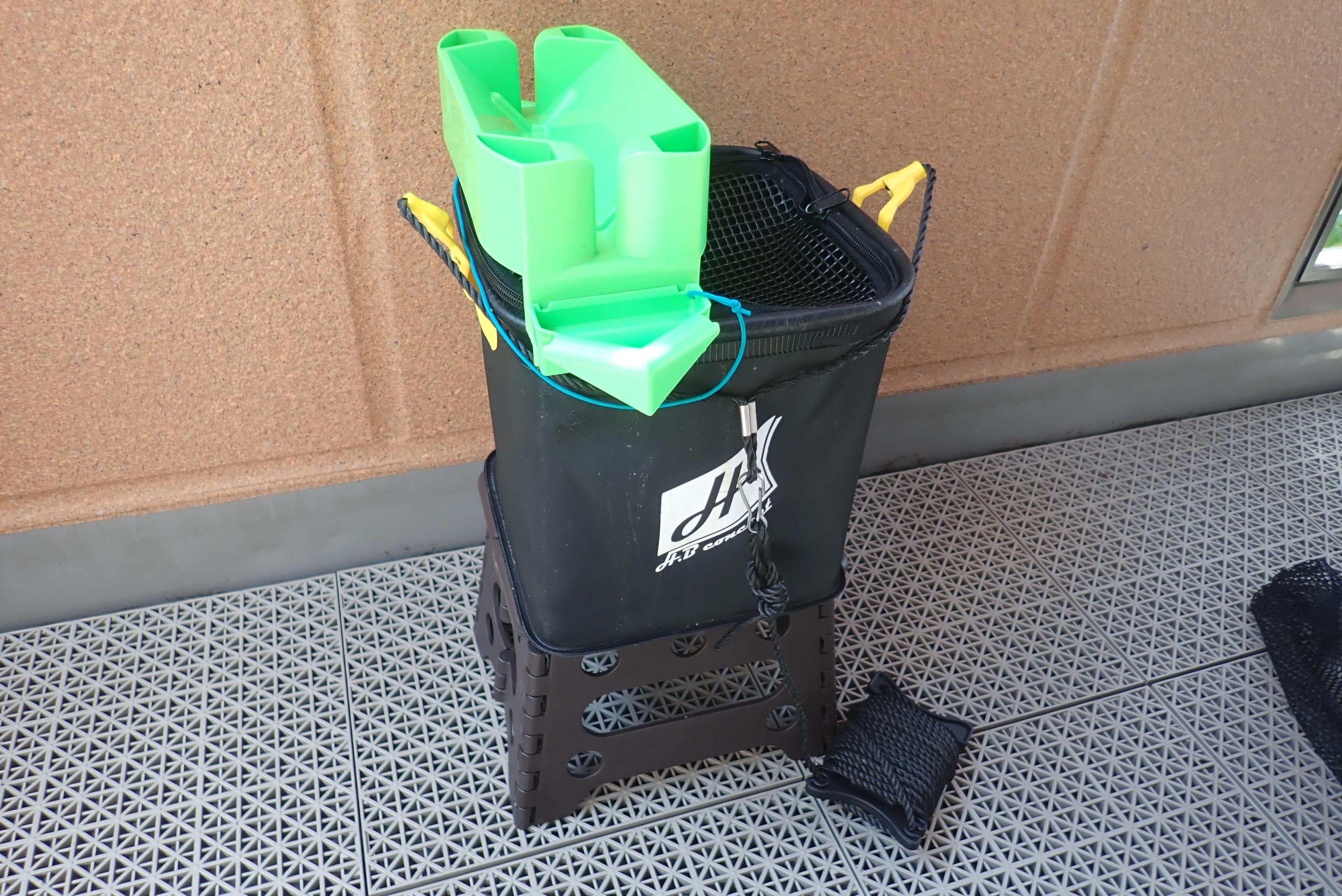 SiSO-LAB☆モリゲン エサつけ名人の台に樹脂製コンパクトチェアはぴったり。
