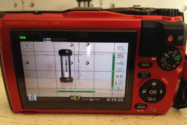 SiSO-LAB☆LUMIX DMC-TZ85、SDメモリカードはSDXC UHS-I Class 3。TG-5の4K動画連続撮影時間は5分。