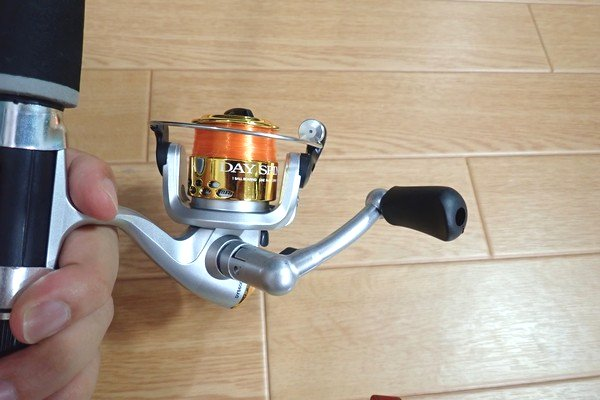 SiSO-LAB☆激安 釣り竿&リールセット。プロマリン DX 165。リール。ハンドルは折りたたみ式。