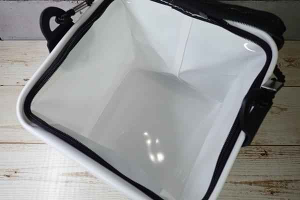 SiSO-LAB☆釣り用に白い折りたたみバケツ購入。中も白くて見やすい。