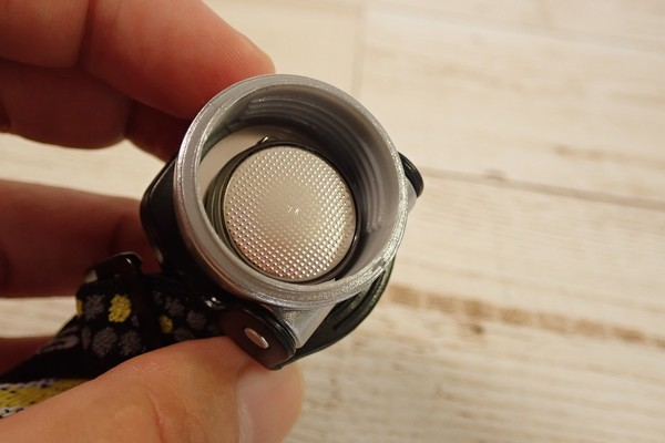 SiSO-LAB☆軽量ヘッドライト。GENTOS LED HELP LIGHT HC-12SL。子どもにいいかな?開封の儀的レビュー。コイン電池2個。