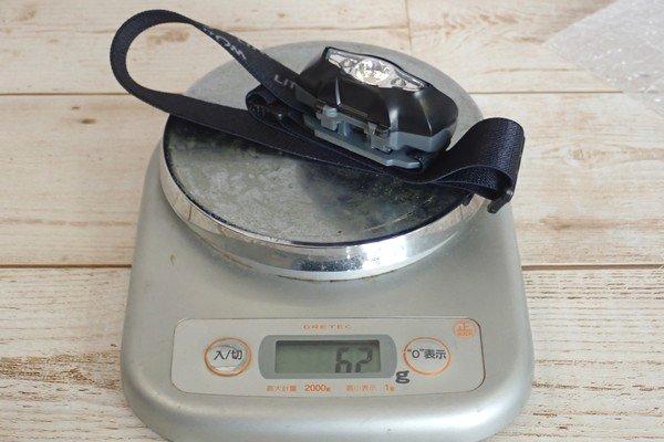 SiSO-LAB☆Litomヘッドライト、単三電池1本。重さは62g。