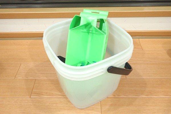 SiSO-LAB☆釣・トラスコ角型5Lバケツ(コマセバケツ)。モリゲン エサつけ名人との組み合わせ。