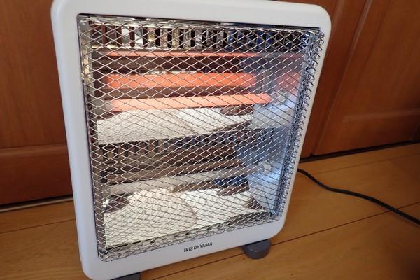 SiSO-LAB☆アイリスオーヤマ電気ストーブEHT-800W。暖かくていい感じ。