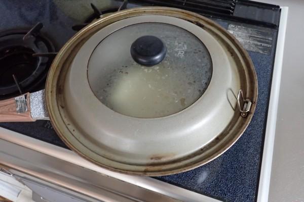 SiSO-LAB☆100均ダイソーグッズでモンサンミッシェル風のふわふわオムレツを作る。ふわ泡ホイッパー。弱火で3分蒸し焼き。