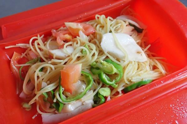 SiSO-LAB☆電子レンジ+水浸けパスタで時短調理。軽くかき混ぜて完成。